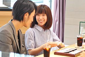 広島の輝くカップルの写真